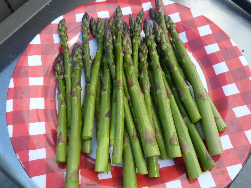 Fresh asparagus, trimmed.